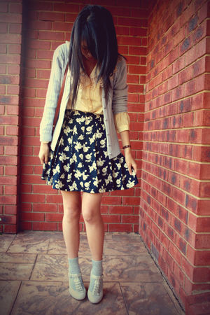 gray socks - Bonbons shoes - vintage skirt - yellow vintage top - gray cardigan