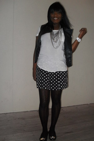 Gap shoes - Express tights - Express vest - Forever21 skirt - Gap shirt