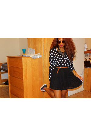 black polka dot H&M blouse - black chiffon Forever 21 skirt