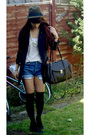 Black-boots-beige-blouse-brown-hat-black-socks-white-necklace