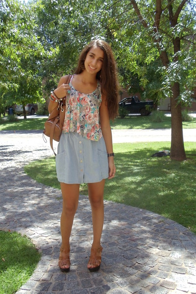 camel Nine West bag - floral crop top thrifted top - sky blue flea market skirt