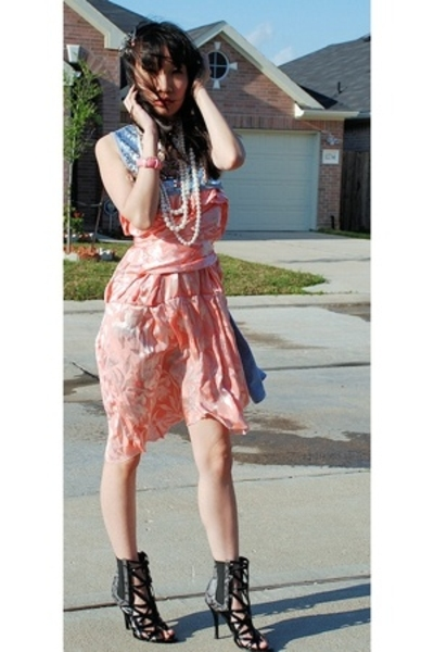 gray cape DIY top - black urbanogcom wild diva shoes - pink vintage dress