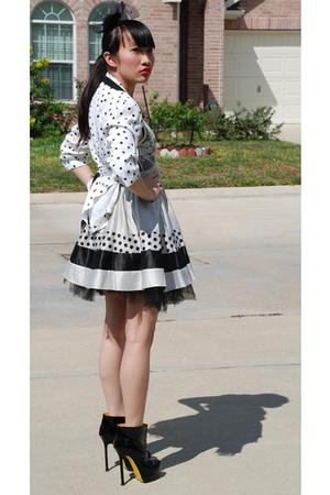 gray Forever21 skirt - black ysl tribute Yves Saint Laurent boots