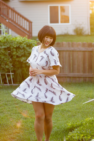 white feather print modcloth dress