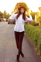 black 70s vintage hat - black suede boots - black velvet defshop leggings