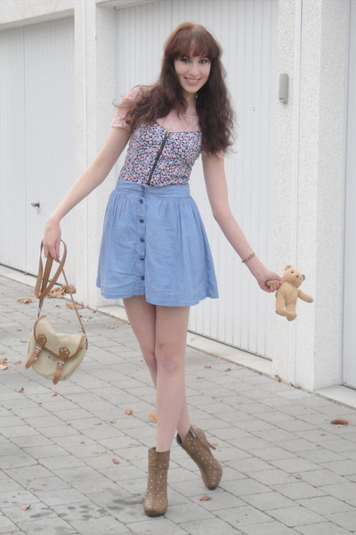 light pink lace vintage top - camel studded unknown brand shoes - camel H&M bag