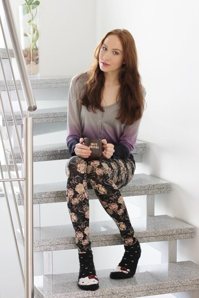 heather gray dip dye cardigan - white hello kitty socks