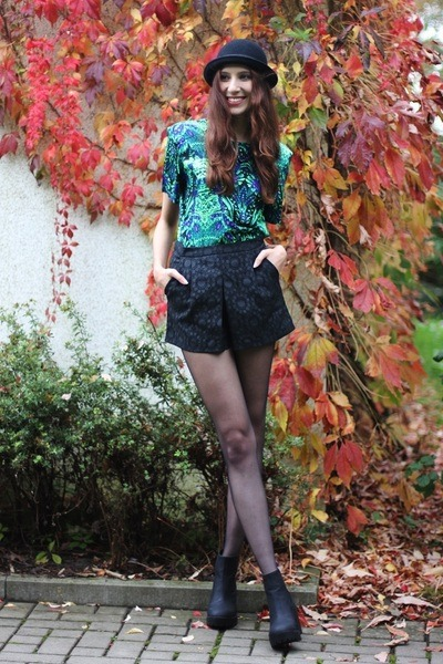black platform H&M boots - black round H&M hat - green chic Poppy Lovers shirt