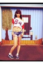 white H&M t-shirt - blue veryyy short vintage shorts