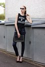 Black-faux-leather-vero-moda-jeans-black-rocker-colloseum-shirt