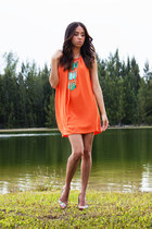 turquoise  gold vintage necklace - carrot orange BCBG dress