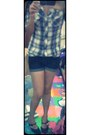 Shorts-blouse-heels