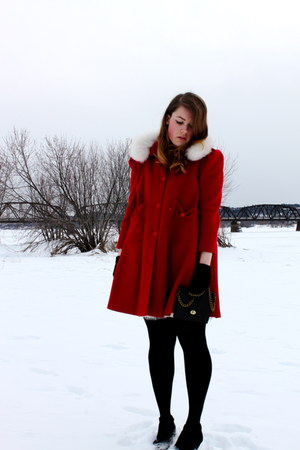 brick red vintage jacket - black HUE tights - black winners purse
