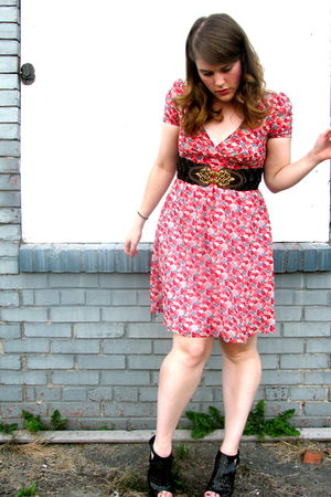 pink Aerie dress - black Dollhouse shoes - gold thrifted belt