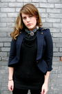 Blue-love-label-blazer-gray-urban-planet-sweater-black-dalias-pants-blue-o