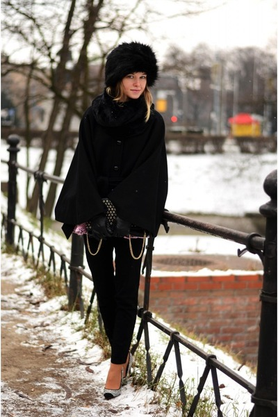 black NN hat - black Zara coat