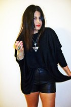 Lowluv necklace - Forever 21 shorts - Rowme top