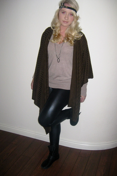 leggings - shirt - boots - necklace