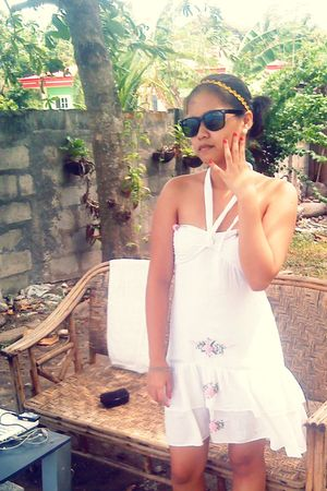 white dress - black Ray Ban sunglasses