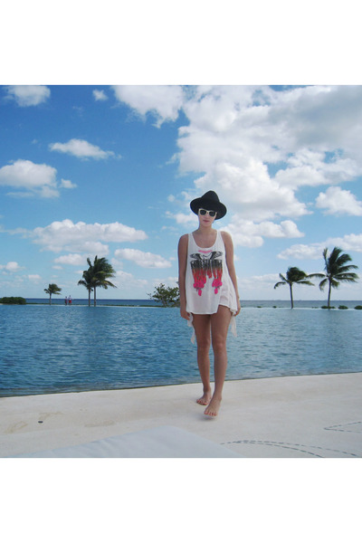 Wildfox t-shirt - Super sunglasses - vintage hat