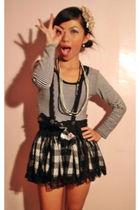 black stripes top - black boots - black pearl necklace - black checkered skirt
