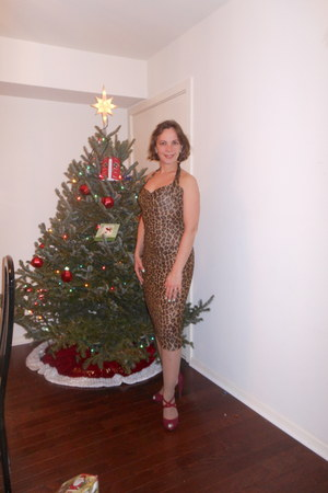 leopard print Dolce & Gabbana dress - Nine West heels