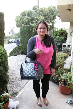 black leggings - heather gray hello kitty loungefly bag - hot pink long top top