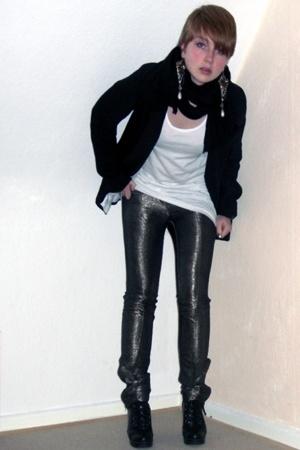 H&M blazer - Kate Moss for Topshop pants - Bik Bok top - Din Sko shoes - GINA TR