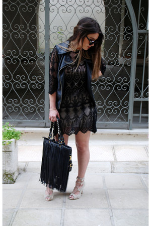 leather pink woman vest - lace black dress - fringed leather chicnova bag