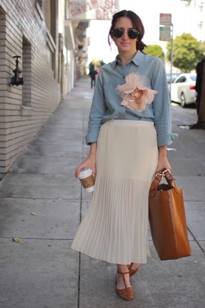 ivory pleated Forever21 skirt - light brown flat Zara shoes