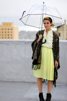 yellow pleated vintage dress - black leather booties Gap boots