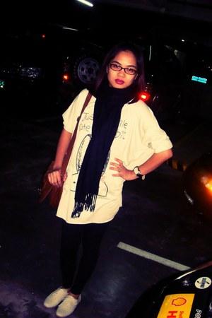 heather gray random brand sweater - black H&M tights - black SM scarf