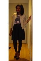 UO Rock tee 24 - Vintage cardigan with white beading - Black small pleated skirt