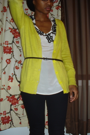 forever 21 neon yellow cardigan - urban outfitters top - black skinny belt - urb