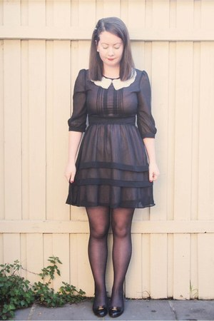 black Queens Wardrobe dress - white pearl collar accessories - black heart backs