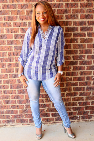blue and white Rue 21 top