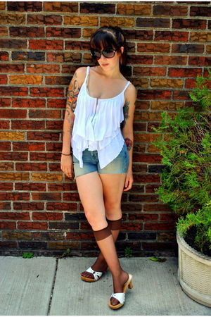 white Forever 21 top - blue abercrombie and fitch jeans - green vintage belt - b