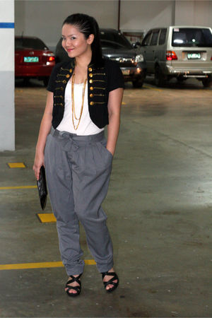 black DIY top - white So so top - gray Rajo Laurel RAF pants - black Dorothy Per