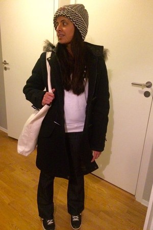 navy unknown jeans - white wool-knit hat - black duffle coat unknown jacket