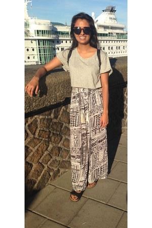 black unknown sunglasses - white linen pants - heather gray crop top DIY t-shirt