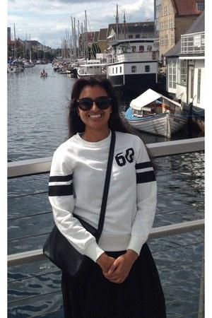 black vintage purse - brown unknown sunglasses - white unknown sweatshirt