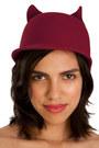Lala-and-sasi-hat