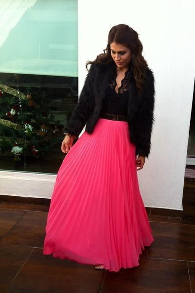 Hot Pink Maxi Mango Skirts, Black Faux Fur Sheinside Coats, Gold ...
