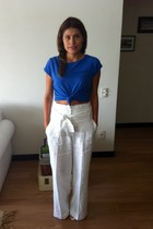 blue pull&bear top - white linen Mango pants