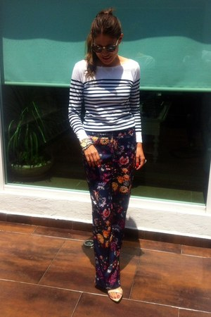 flower pijama Zara pants - flower pijama pants - stripes pull&bear t-shirt