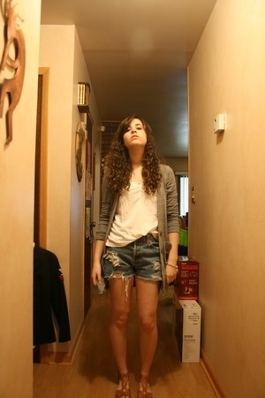 BDG sweater - H&M t-shirt - Levis shorts - ecote shoes - tiffanys bracelet