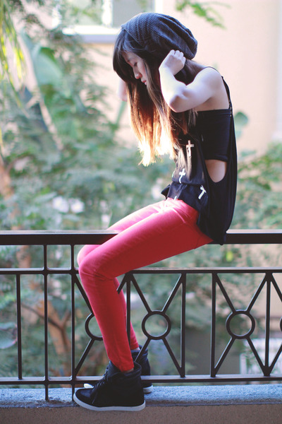 black Tobi top - red Zara pants