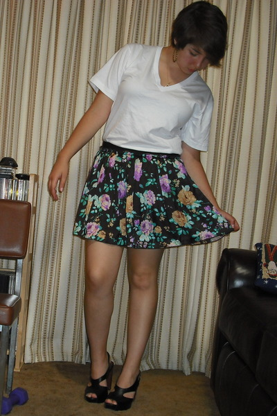 American Apparel t-shirt - forever 21 skirt - seychelles shoes