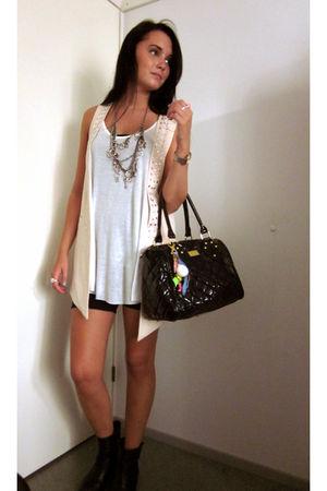white GINA TRICOT top - beige GINA TRICOT vest - black Vero Moda shorts - black