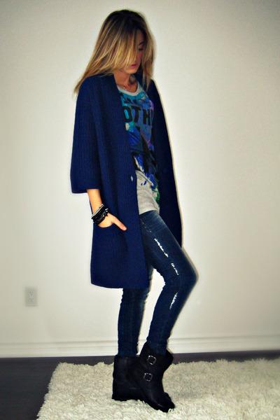 Simons - Zara t-shirt - Zara jeans - Aldo boots - Ardene bracelet